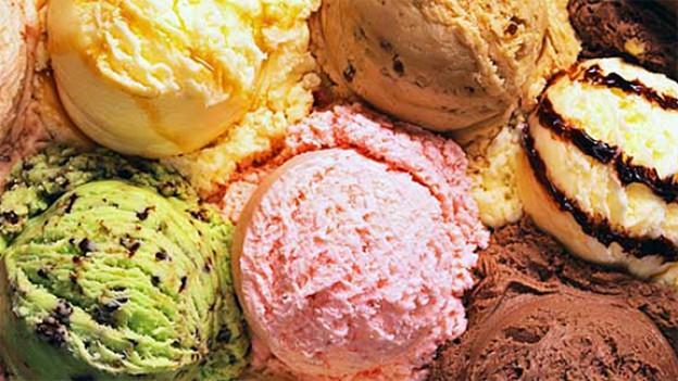 Eis schmeckt das ganze Jahr über, aber trotzdem am besten an heissen Sommertagen.