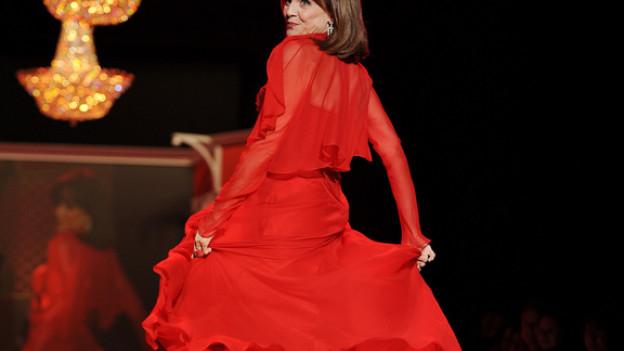 Habt ihr es gewusst? Im Englischen ist «red herring» die falsche Spur. Die «Lady in Red» bleibt aber die Frau in Rot.