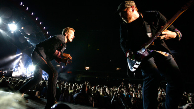 Coldplay-Gitarrist Buckland und Sänger Martin bei ihrem Konzert in Hannover.