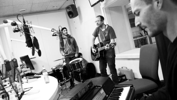 Biggles und Band performen live im DRS 3-Studio.