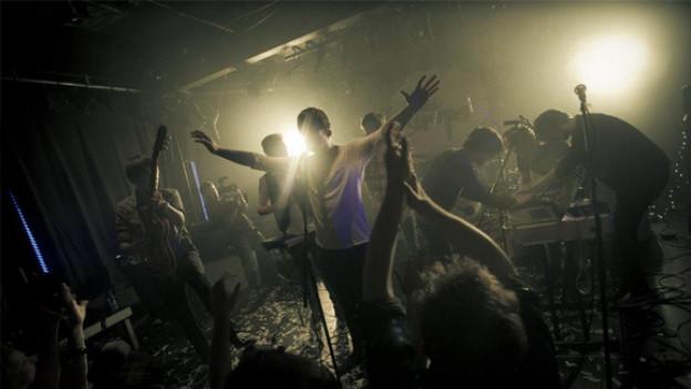 Auf der Bühne entfacht das «Best Talent» vom Juli 2012 ein Feuerwerk.