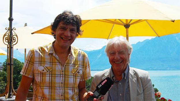 Von Luzern über New York ist auch der Schweizer Kabarettist Emil Steinberger (hier mit DRS 3-Moderator Peter Walt) nach Montreux gekommen: Der Blick auf den weiten See mit den Palmen kommt ihm manchmal «wie in Tahiti» vor.