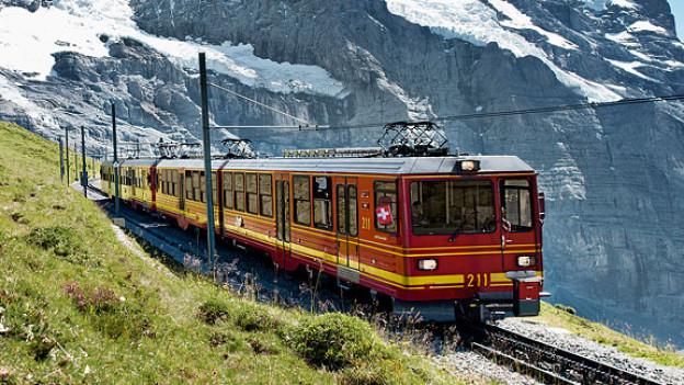 1912 überwand die erste Lok die 1400 Höhenmeter von der kleinen Scheidegg auf die Jungfrau.