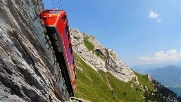 Ab Alpnachstad führt die steilste Zahnradbahn der Welt auf den Pilatus.