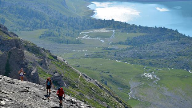Auf diesem Weg geht es hinauf zum Col de Susanfe. Im Hintergrund der Lac de Salanfe.