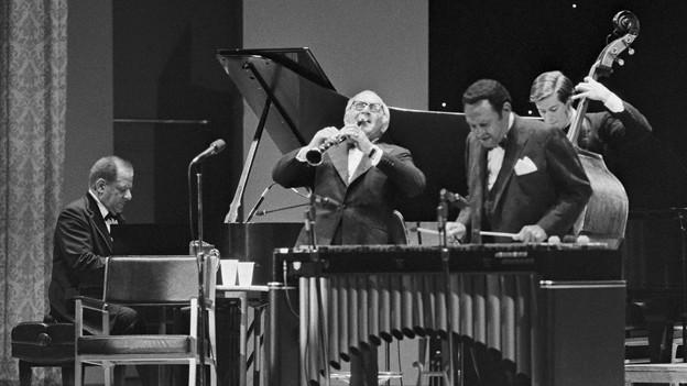 Teddy Wilson am Piano beim Kool Jazz Festival, 1982.