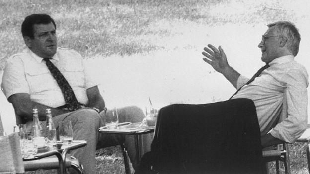 Trennung oder nicht? Der Slovakische Premierminister Vladimir Meciar (links) diskutiert im Sommer 1992 mit dem Tschechischen Premier Vaclav Klaus über die Trennung der Tschechoslowakei.