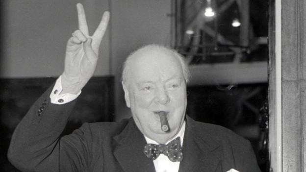 Der britische Premierminister machte das «Victory»-Handzeichen berühmt. Erfunden hat er es aber ein Belgier.