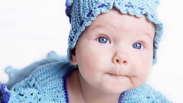 Alle Menschen am Anfang ihres Lebens blaue oder zumindest bläuliche Augen.