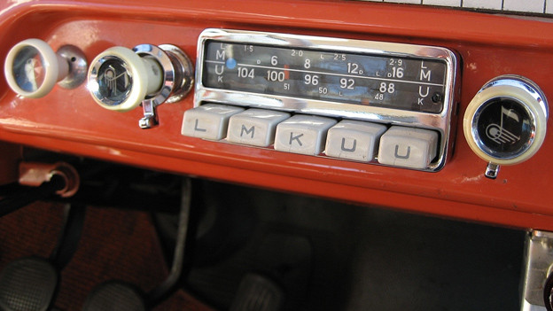 Historisches Autoradio aus dem Jahr 1958.