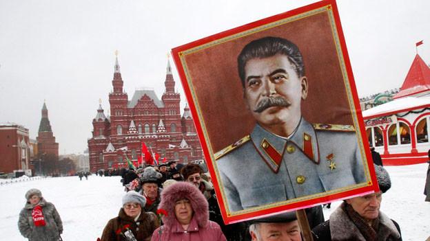 Die russische Autorin Ljudmila Ulitzkaja warnt in «Das grüne Zelt» vor Sowjetnostalgie.