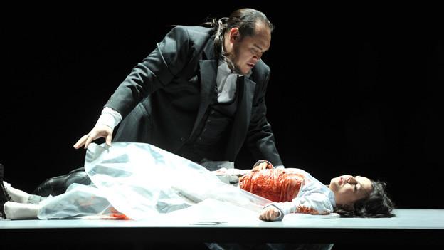Rigoletto in der Inszenierung von Tatjana Gürbaca am Opernhaus Zürich.