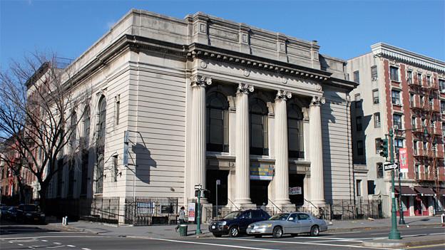 Die Kirche Mount Olivet Baptist Church in Harlem war früher eine Synagoge. Noch heute ist der Davidstern an den Säulen und in den Glas-Fenstern zu sehen.