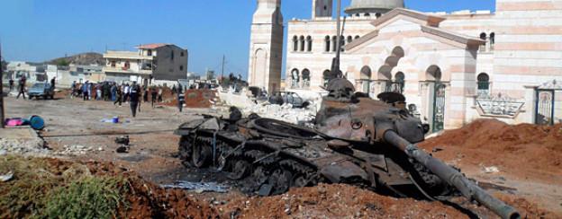 Religion und Gewalt: Ausgebrannter Panzer in Aleppo.