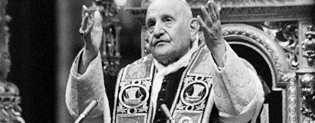 Papst Johannes XXIII. segnet die Teilnehmer am Ende der ersten Phase des Zweiten Vatikanischen Konzils im Dezember 1962.