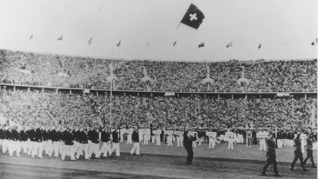 Franz Hug, der Olympiafähndler, 1936 in Berlin.