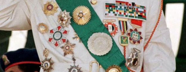 Eine Symphonie von Orden. Gaddafis Brust 1999.