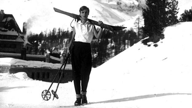 Annemarie Schwarzenbach beim Suvretta House in St. Moritz, um 1930.