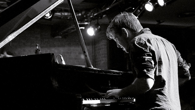 Pablo Held am Klavier.