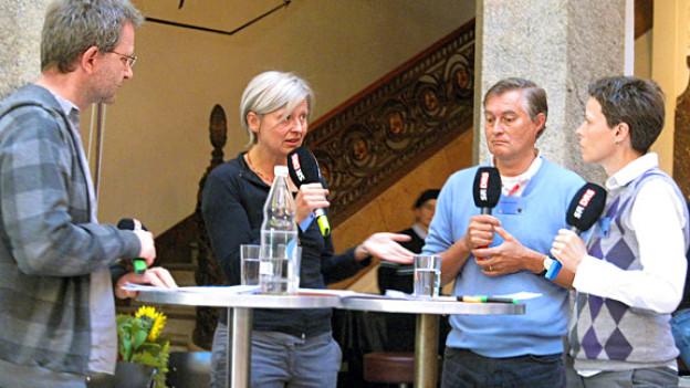Diskussionsrunde mit (v.l.) Patrik Tschudin, Tanja Krones, Christian De Geyter und Katharina Bochsler.