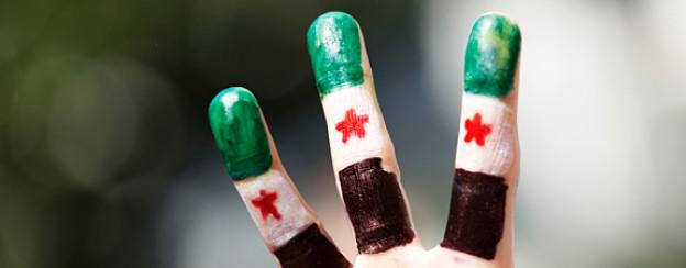 Finger als Flagge: Demonstrant der syrischen Opposition.
