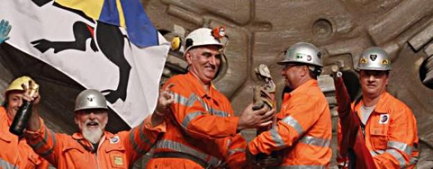 Der grosse Moment: Vor einem Jahr feierten die Mineure den Durchbruch im Gotthard Basistunnel.