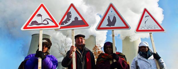 Deutschland, mitte November 2011: Betroffene aus Südafrika demonstrieren bereits im Vorfeld der Klimakonferenz in Durban.