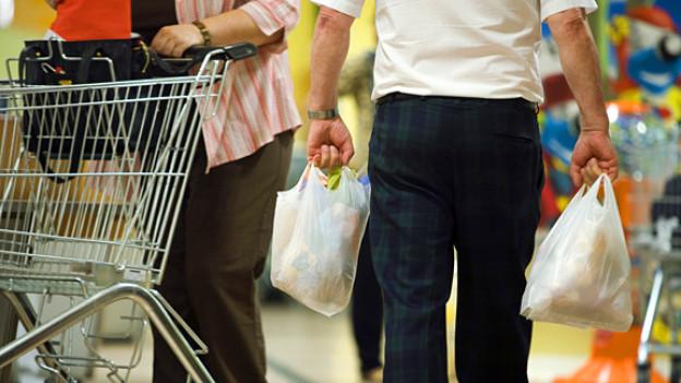 Noch nicht verboten: Dünne Plastiksäcke in Schweizer Einkaufszentren.