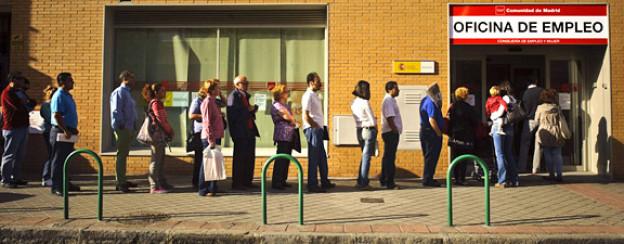 Schlange stehen: Spanische Arbeitslose warten auf einen neuen Job.