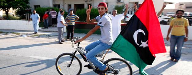 Die Rebellen jubeln bereits: Feierliche Fahrradtour durch die Strassen Janzour.