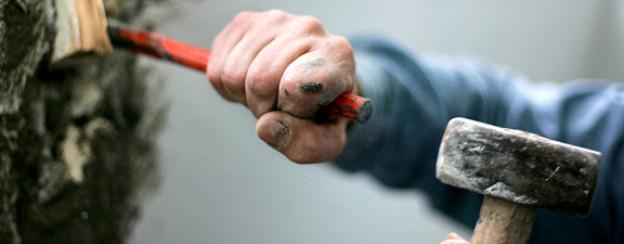 «Der Mensch ist geboren, um nachzudenken und zu handeln»: Handwerker bei der Arbeit.