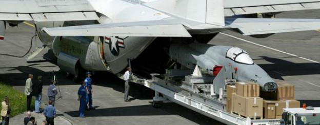Bereit zum Transport: Ein Schweizer Jagdflugzeug Tiger F-5E wird an die US-Navy verkauft.