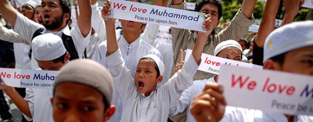 Muslime protestieren am 27. September 2012 vor der US-Botschaft in Bangkok.