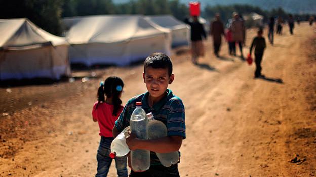 Auf der Flucht im eigenen Land: Syrischer Junge im Flüchtlingscamp in Atma.
