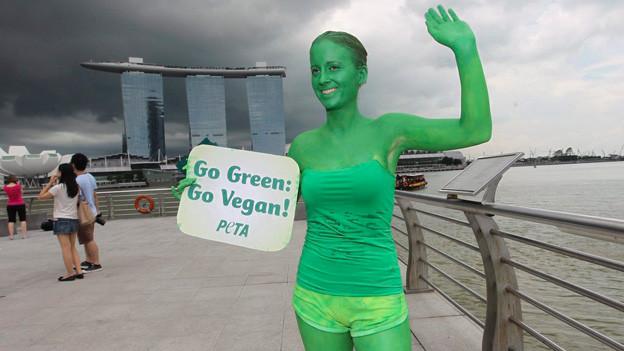 «Go vegan»: Ein Mitglied der Tierschutzorganisation «Peta?» bei einer Veranstaltung in Singapur.