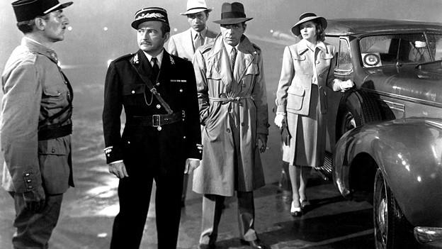 Ingrid Bergman (rechts) und Humphrey Bogart (vierter von links) im Klassiker «Casablanca».