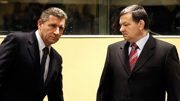 Ante Gotovina (l.) und Mladen Markac im Gerichtssaal in Den Haag, November 2012.