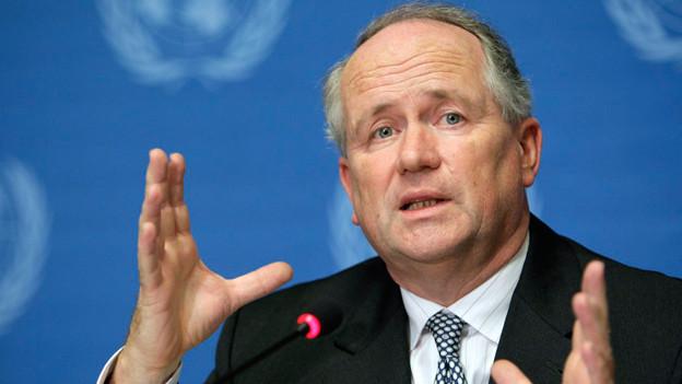 Heiner Flassbeck an einer Medienkonferenz in Genf, 2009.