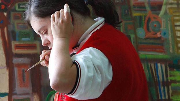Schülerin an der Kunstschule für Menschen mit Down-Syndrom in Mexiko.