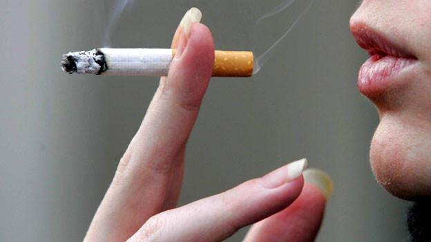 Stimmen aus Politik und Volk fordern, dass Raucher vermehrt zur Kasse gebeten werden sollen.