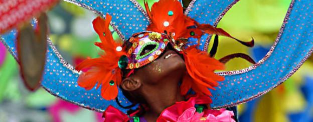 Junger Teilnehmer der «Parade of Bands» am Karneval 2012 in Port of Spain, Trinidad & Tobago.