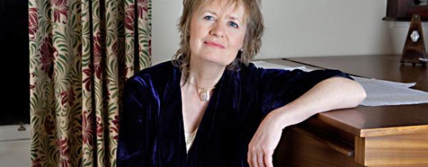Lässt in ihrer Musik die Entstehung von Lord Byrons «Manfred» und Mary Shelleys «Frankenstein» anklingen: Komponistin Sally Beamish (geb.1956).