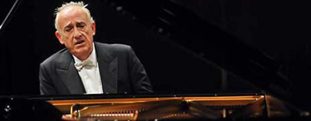 Maurizio Pollini beim Lucerne Festival am Piano, November 2009.