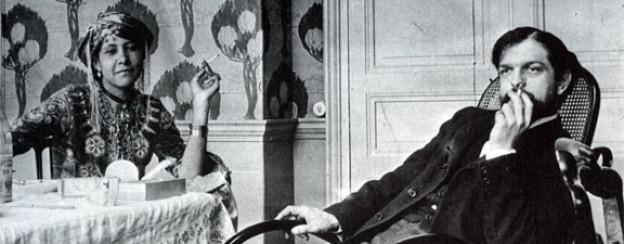 Claude Debussy mit Zohra ben Brahim, fotografiert von Pierre Louÿs (1897).