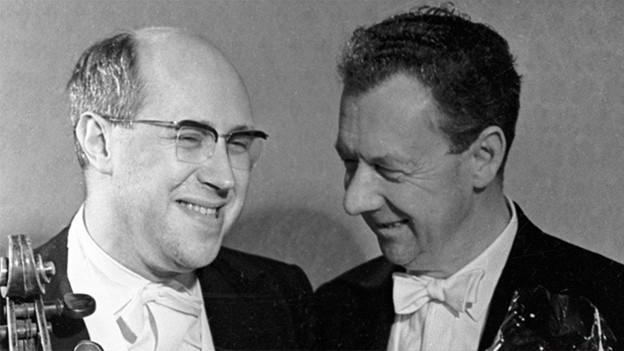 Mstislav Rostropovitch (l.) und Benjamin Britten (r.) nach einem Konzert am 1.12.1964