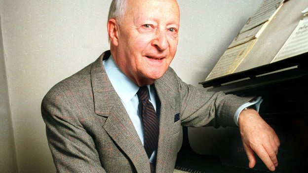 Witold Lutoslawski am Piano.
