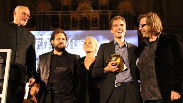 Michael Künstle (2. von r.) bei der Preisverleihung am Zurich Film Festival; ganz links David Zinman, Chefdirigent des Tonhalle-Orchersters Zürich.