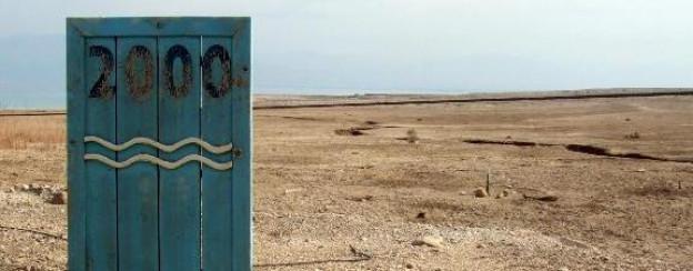 Im Jahr 2000 erstreckte sich die Uferlinie des Toten Meeres noch bis zu dieser Markierung.