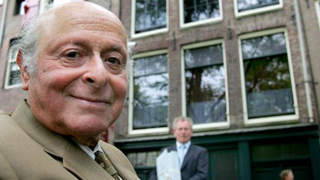 Bernhard «Buddy» Elias vor dem Anne Frank Haus in Amsterdam im Jahr 2007.
