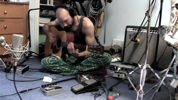 Multi-Instrumentalist, Universalkünstler: Jack Conte im Video Song «Gulf».